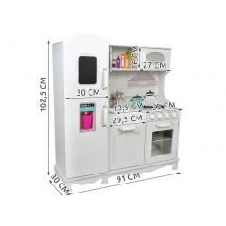 Medine virtuve • daug kilnojamuju elementu, pvz., Rankeneles • spinteles, šaldytuvas ir orkaite gali buti atidarytos • 4582