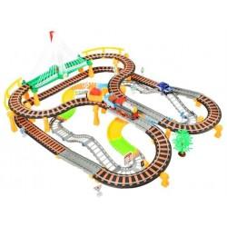 RACE TRACK • 2 in 1 • dvieju lygiu viaduko ir lenktyniu trasos • 192 elementai • 74 x 86 x 31 cm • svoris: 2.2 kg • amžius: 6+ •